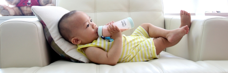 drinking-milk-2549021_1920.jpg